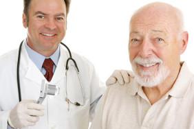 lekarz pacjent dermatoskop